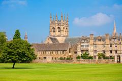 Q2.イギリスの大学付属の語学コースに通いたいのですが。