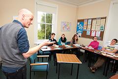 Q10.英語教師の資格が取れる学校はありますか?